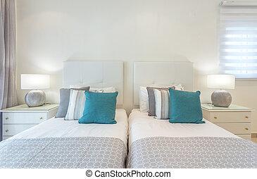 cama matrimonial, en, el, bedroom., lámparas, en, bedside.