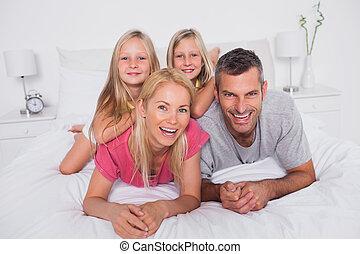 cama, pais, seu, gêmeos, retrato, mentindo
