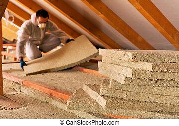 camada, deitando, telhado, térmico, sob, isolação, homem