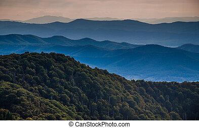 camadas, cume azul, virginia., montanhas, nacional, shenandoah, parque, pedregoso, cumes, visto, montanha, homem