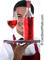 camarero, con, un, botella, y, vidrio, de, vino rosado
