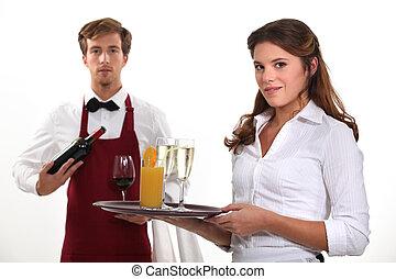 camarero de vino, y, camarera, tiro del estudio