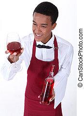 camarero masculino, porción, vidrio, de, rosa