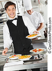 camarero, pastas, tenencia, plato
