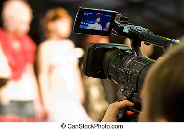 cameraman, met, digitaal video fototoestel, (shallow, dof)