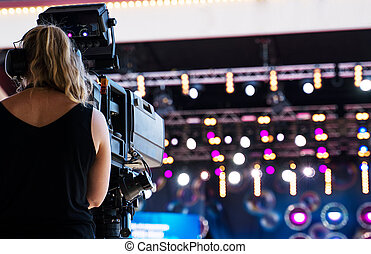 camerawoman, vivo, cámara, vídeo, performace., profesional, disparando