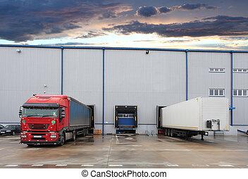 camión de carga, en, almacén, edificio