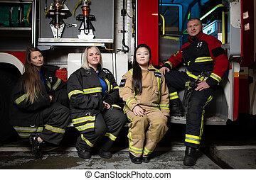 camión de fuego, plano de fondo, bombero, tres, firewomen, ...