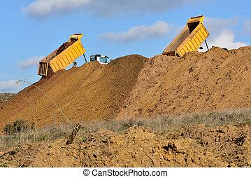 caminhão basculante, descarregando, solo, durante, trabalhos estrada