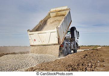 caminhão, cascalho, derrubar