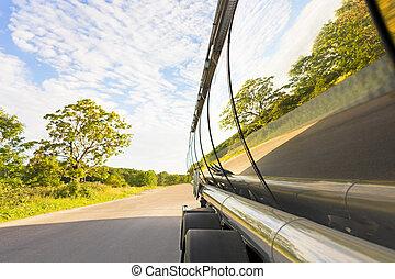 caminhão, petroleiro, reflexão árvore