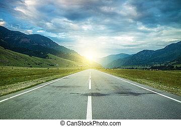 camino, en, verano, montañas, a, el, ocaso