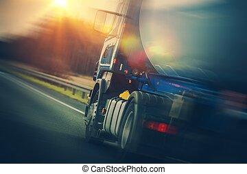 camion carburant, pétrolier, transport