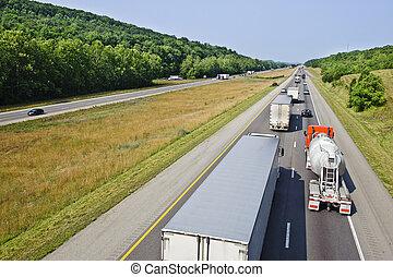 camiones, en, el, carretera interestatal