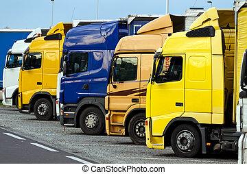 camiones, en, un, carretera, estacionamiento, lugar