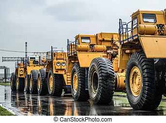 camions décharge, haut, grand, stationnement, fin