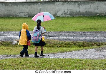 camminare, bambini, pioggia