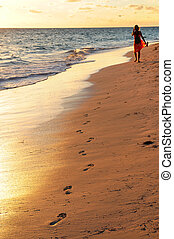 camminare, donna, spiaggia