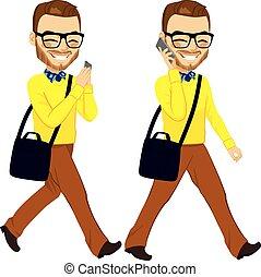 camminare, smartphone, uomo