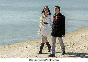 camminare, spiaggia, coppia, giovane