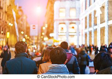 camminare, strada occupata, folla, persone