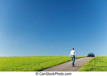 camminare, suo, cabriolet, verso, uomo