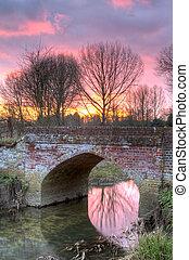 campagne, écoulement, scène, coucher soleil, anglaise, par, rivière