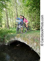 campagne, équitation, couple, vélo