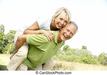 campagne, amusement, couple, avoir, mûrir