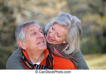 campagne, amusement, couple, personne agee, avoir