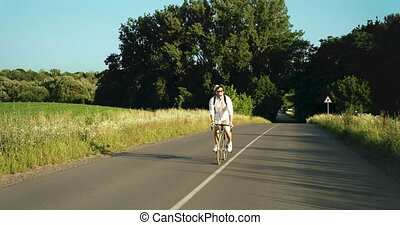 campagne, bicyclette voyageant, homme