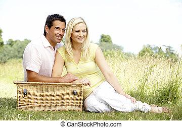 campagne, couple, pique-nique, jeune, avoir