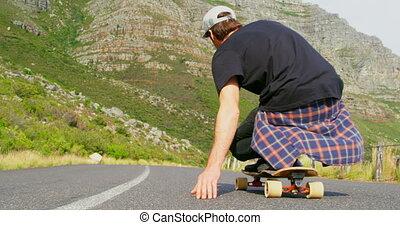 campagne, homme, skateboard, frais, vue, équitation, arrière, descendant, route, jeune, 4k