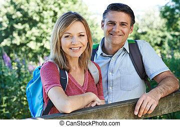 campagne, portrait, couple, mûrir, randonnée