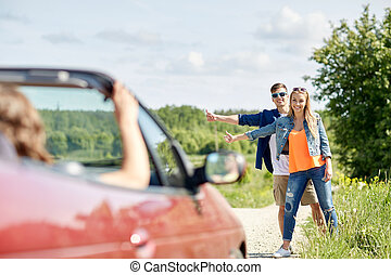 campagne, voiture, couple, auto-stop, arrêt