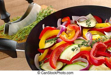 campana, cipolla, pepe, timo, ingredienti, ratatouille, cima, (zucchini, fuoco, crudo, fuoco, ramoscello, fondo, (selective, frittura, pan), eggplant), pan