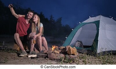 camper couples, prendre, tente, plage, selfie, aimer