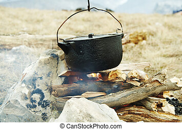 Campfire kitchenware - Campfire and kitchenware in mountain