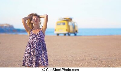 camping car, camping, contre, closeup, sea., fond, girl