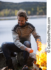 camping, lakeside, mains chauffage, feu, homme