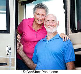 campingbus, ältere paare