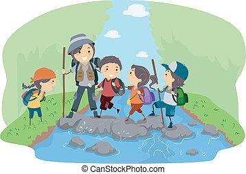 campistas, cruzando um rio