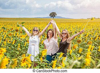 campo, amigos, três, girassol, jovem