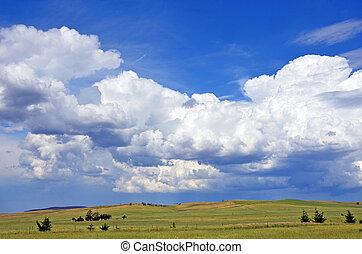 campo, cloudscape, sobre, rolando, colinas verdes