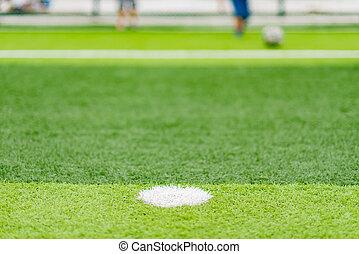 campo futebol, com, crianças, tocando, em, a, distante, fim,...
