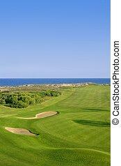campo golfe, grama verde, perto, mar, oceânicos