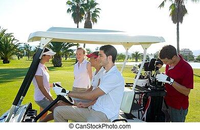 campo golfe, jovens, grupo, buggy, campo verde