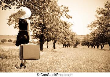 campo, niña, solo, maleta