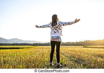 campo, vita, donna, abbracciare