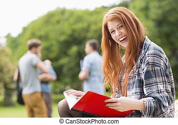 campus, badając, ładny, student, zewnątrz